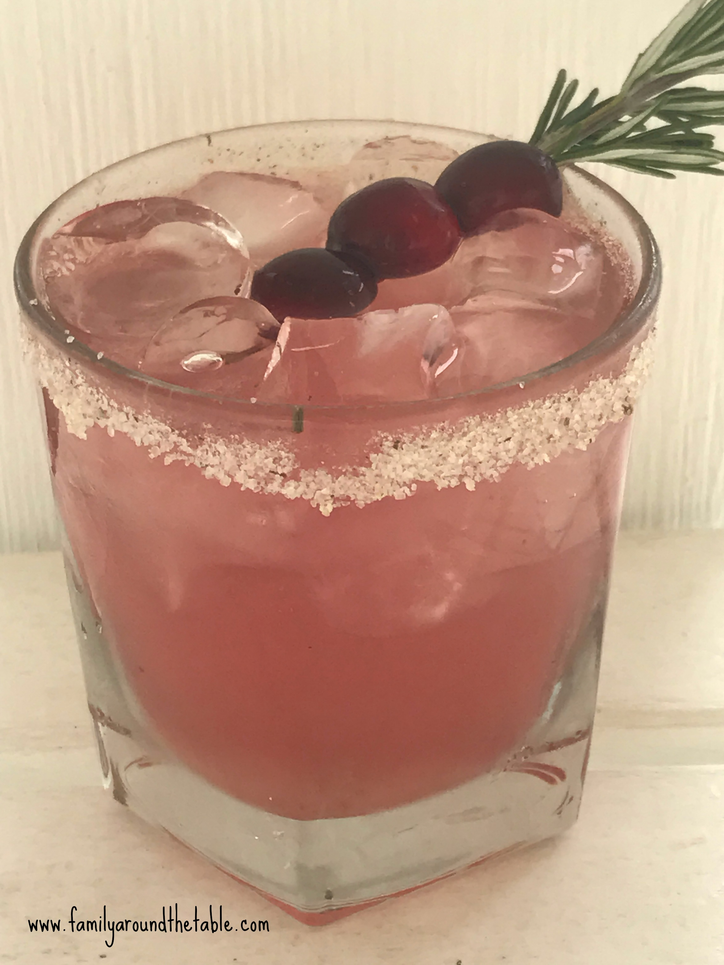 An upclose photo cranberry spritzer.