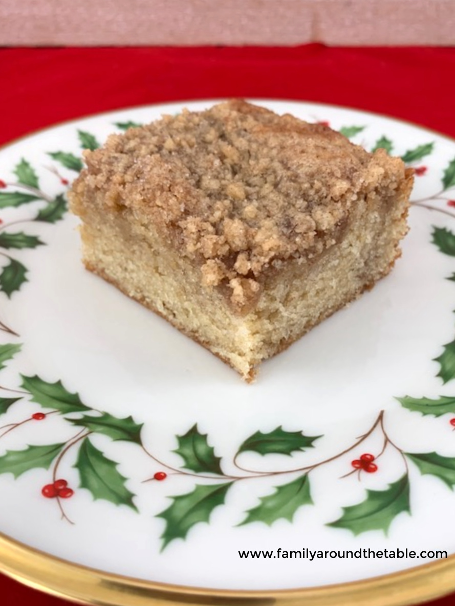Snickerdoodle crumb cake on a Christmas plate.